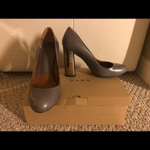 Zara Pump, grey with silver metallic heels